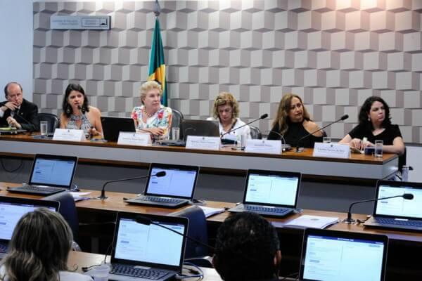 Especialistas defendem mudanças estruturais no ensino e na avaliação na carreira docente