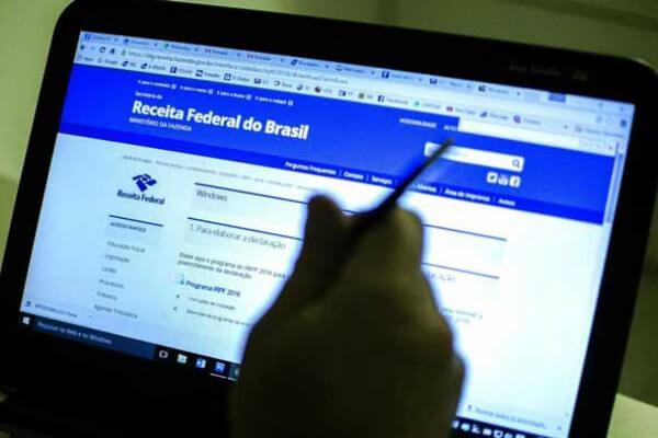 Estudantes auxiliam contribuintes na declaração do Imposto de Renda 2018