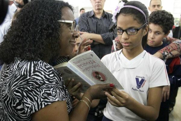 Bibliotecas Municipais recebem óculos que transformam textos em áudio