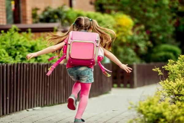 Volta às aulas: atenção ao peso da mochila das crianças