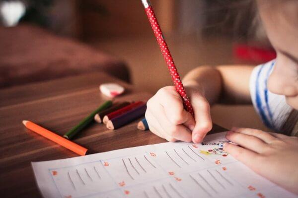 Escola em casa: como montar espaço de estudos sem muitos gastos? - Educageral