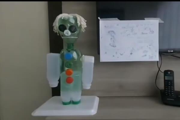 Alunos da rede estadual criam robôs com sucata em aula de tecnologia - Educageral